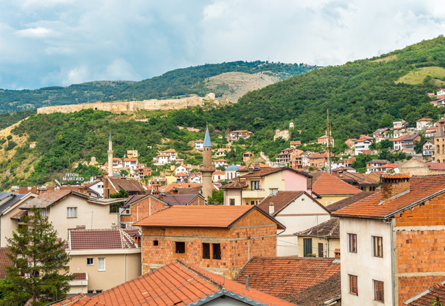 panoramic view of a Kosovan town, with typical buildings. Illustrating ECA news about energy efficiency in Kosovo.