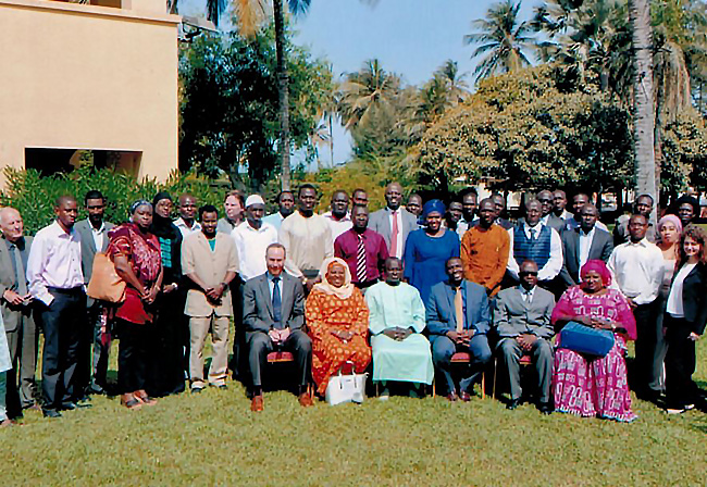 Group photo for the ECA-led workshop in Gambia. Stakeholders and members of the Ministry of Petroleum & Energy included in this large group shot.